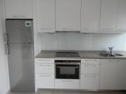 Κουζίνα σε λευκό γυαλιστερό χρώμα